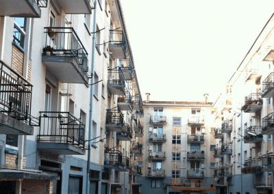 Reformar-fachada-con-barandilla-y-Sistema